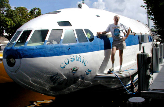 The Cosmic Muffin: A Boat Recycled From Howard Hughes - Exotic Houseboat Designs' Plane ...