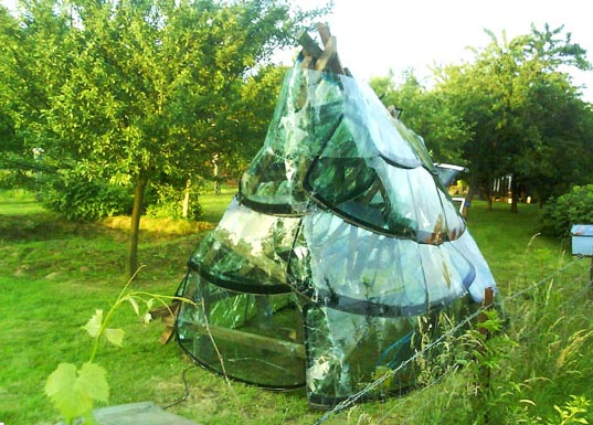 sustainable design, green design, recycled materials, sustainable building, windshield greenhouse, windshield, auto, glass, ceramics, greenhouse, euro, french