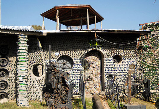 eco design, sustainable design, eco design, green design, quilmes, tito ingeniero, house made of 6 million bottles, bottle house, recycled bottle house, green architecture, eco architecture