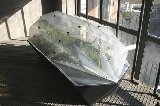 Daniel Schipper, Daniel Schipper foldable greenhouse, modular greenhouse, portable greenhouse, rooftop greenhouse, Daniel Schipper foldable designs, Daniel Schipper Amsterdam, sustainable Dutch design, recycled plastic greenhouse, urban gardening, 7_plantenkas-1.jpg