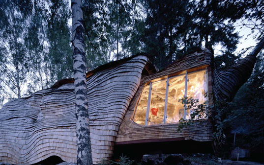 accordion house, dragspelhuset, 24h architecture, sustainable design, green building, off-grid cabin, solar power, expandable house, amorphous architecture.jpg