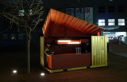 Froebe, shipping container, mobile shipping container bar, bar, mobile food restaurant, recycled shipping containers, upcycled shipping containers, prefab bar, push button prefab, push button restaurant