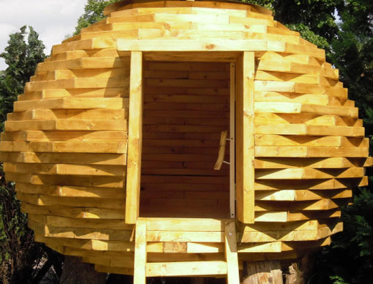 coco hut, sustainable building, scrap wood building, scrap wood structure, scrap wood hut, outdoor shed, salvaged wood hut, green building, eco friendly building, gert eussen