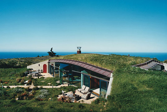 cooper point house, big sur, sod roof, green roof, grass roof, mickey muennig, sustainable building, landscape design, green building, solar power, alternative energy, wind-resistant grasses, drought-resistant plants