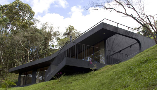 gatelierscolumbia2, colombia, g ateliers architecture, Colombia, Finca el Retorno, daylighting, green roof, Guatapé-Antioquia, modern architecture, sustainable building, ecological refuge, ecological retreat, Colombia hiking trails