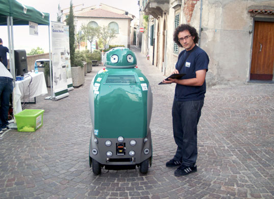 dustbot, italy, walle, eva, trash, garbage, Dustbot Robot, sustainable design, waste reduction, recycling