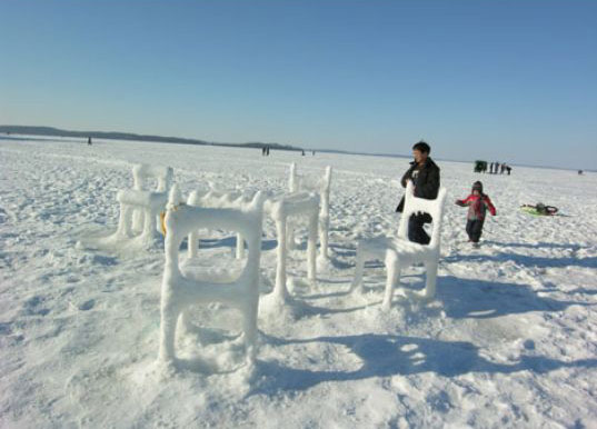 eco art, environmental art, ice furniture, hongtao zhou, lake mendota public art, public environmental art, university of wisconsin student art, student sustainable art, student environmental art, climate change art