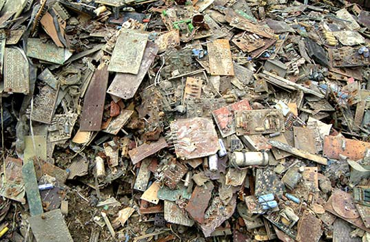 e-waste recycling Mumbai, e-waste disposal India, Eco Reco Bombay, Eco Reco India, electronics recycling India, electronics recycling initiatives India, e-waste environmental issues, toxic e-waste, e-waste pollution, burning electronics, toxic chemicals e-waste, ewaste2.jpg