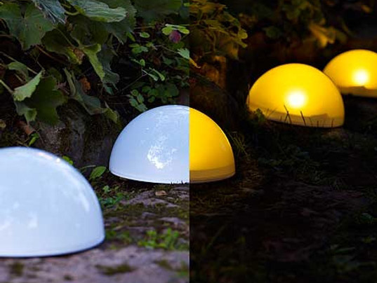 Modern interior outdoor lighting solar powered for Iluminacion solar de jardin