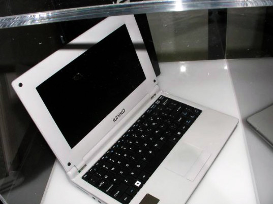 sustainable design, green gadgets, iunika, solar powered laptop, renewable energy green design, gyy