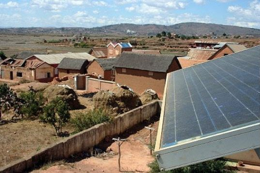 Madagascar's Rural Clinics Powered by Solar Panels, solar panels, solar power, alternative energy, solar energy, solar electricity, photovoltaics, pvs, solar saves lives, decentralized energy
