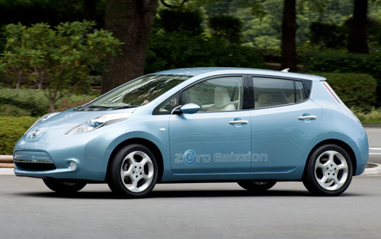 Nissan Leaf, Nissan Electric Sedan Vehicle, Electric vehicle from Nissan, green vehicle