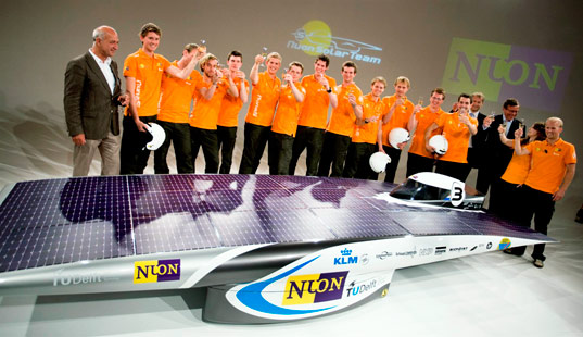 delft university, solar challenge, world, car, vehicle, sustainable design, green design, solar powered vehicle, australia darwin race adelaide by Nuon Solar