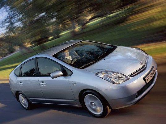 prius, solar panels, solar powered prius, toyota adds solar panels, solar powered air conditioning, solar air conditioning, solar powered toyota prius, greener prius, 2009 prius, 2010 prius, prius_1.jpg