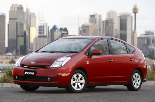 prius, solar panels, solar powered prius, toyota adds solar panels, solar powered air conditioning, solar air conditioning, solar powered toyota prius, greener prius, 2009 prius, 2010 prius, prius_2.jpg