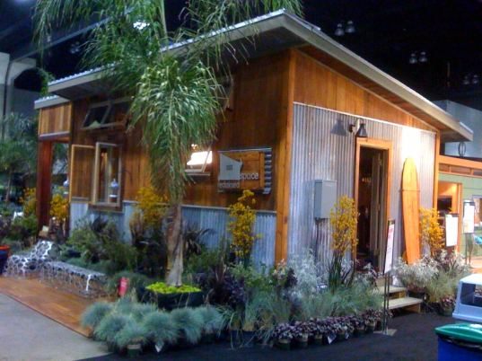 reclaimed space, dwell on design, prefab, cabin, 2009, ecofabulous, ebay, auction, habitat for humanity