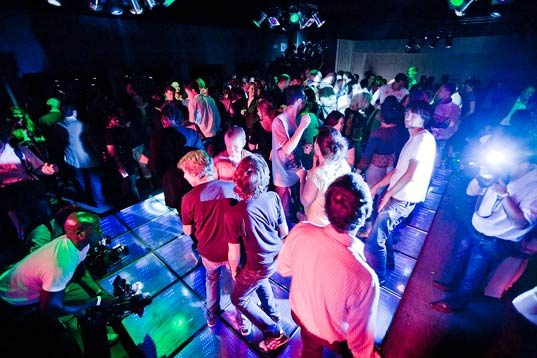 sustainable dance club, kinetic energy dance floor, alternative energy, waste reduction, led dance floor, energy efficient lighting, club watt, rotterdam