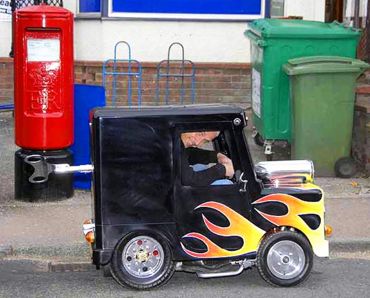 sustainable design, green design, postman pat, world's smallest vehicle, Perry watkins, green transportation