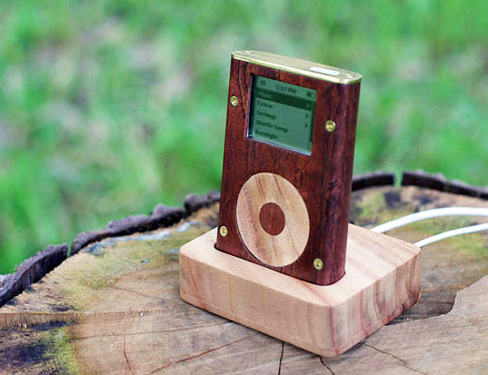 wood, iPod, recoved iPod, sustainable design, green design, green gadgets, heirloom objects